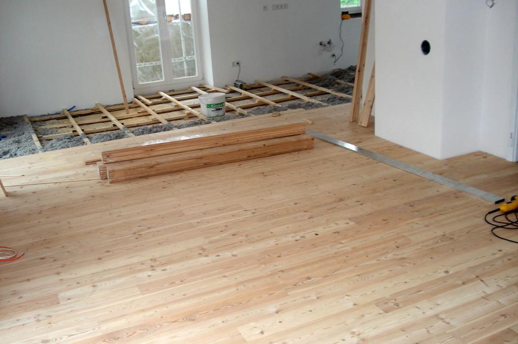 Holzboden: Trockenestrich für Massivholzboden aus Lärche von Tobias Greinwald – Zimmerei / Bautenschutz / Trockenbau