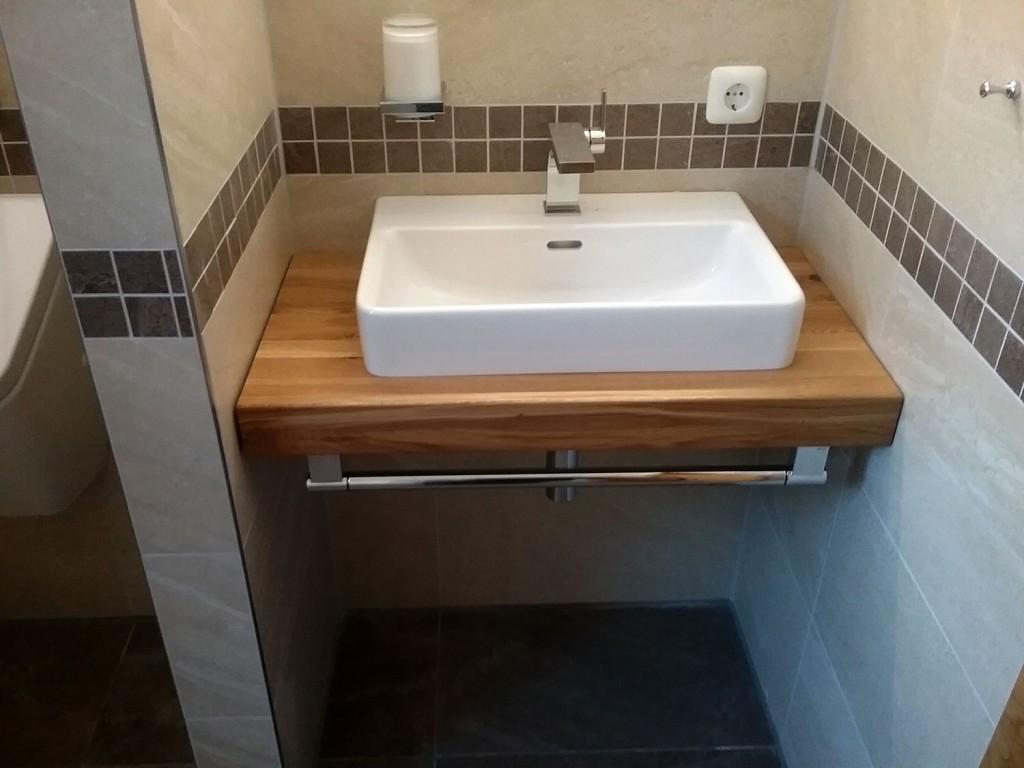 Innenausbau: Waschbecken-Untertisch aus Holz von Tobias Greinwald – Zimmerei / Bautenschutz / Trockenbau